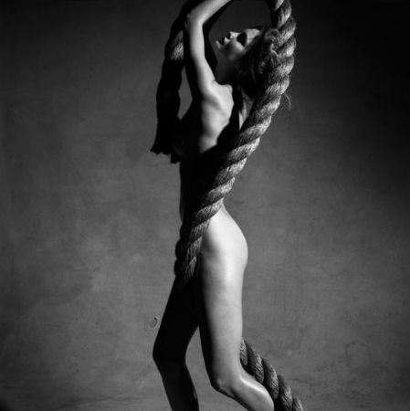 photo victor-nude-with-rope-ny-2009.jpg Victor Demarchelier - photographies
