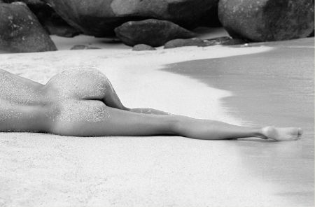 photo hugh-arnold--lying-there-therese-island.jpeg Flesh For Fantasy - photographies