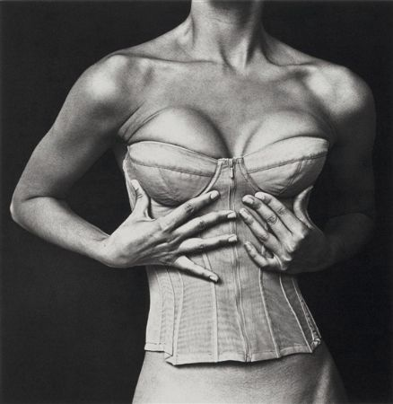 photo irving-penn---corset-karl-lagerfeld-for-chanel-new-york-1994.jpg Collectible V - photographies