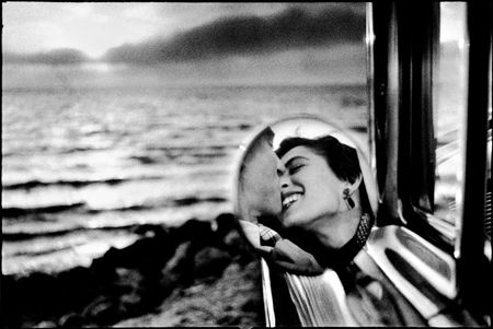 photo 032-Santa-Monica-California-USA-1955.jpg Elliot Erwitt - photo exhibition