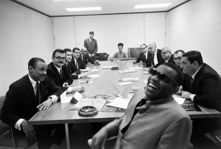 photo 026_026-Ray-Charles-In-Board-Room.jpg Steve Schapiro - Photographies
