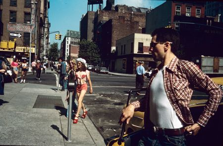 photo 030_030-Taxi-Driver-Jodie-Crossing-the-Street.jpg Steve Schapiro - Photographies