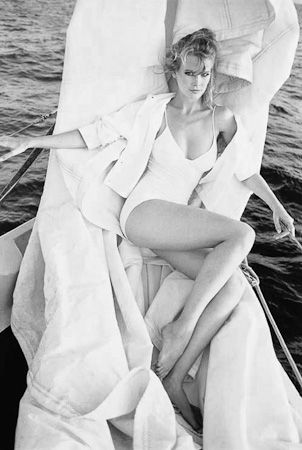 photo 040_Claudia Schiffer St Barthelemy 1991 by Patrick Demarchelier.jpg Patrick Demarchelier - Exposition Photo
