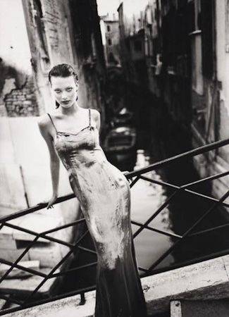 photo 047_Shalom Harlow Venice 1993 by Patrick Demarchelier.jpg Patrick Demarchelier - Exposition Photo