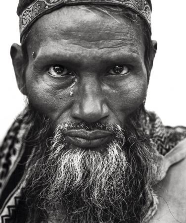 photo muslim_man_with_tear_india.jpg Donald Graham - photographies